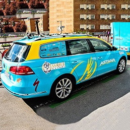 2.-реклама-на-транспорте---depositphotos_23582101-The-car-of-the-Astana-cycling-team