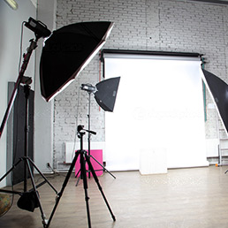 3.-Фото_видео---depositphotos_14438921-Interior-of-a-modern-photo-studio